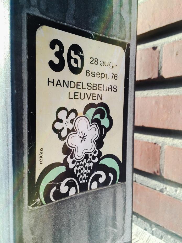 Sticker Handelsbeurs. Te Voet in de Stad. Foto Hendrik Elie Vanden Abeele