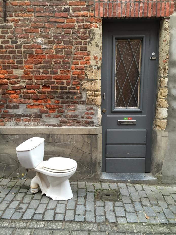 Toilet. Te Voet in de Stad. Foto Hendrik Vanden Abeele