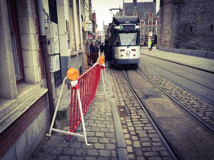 Tram. Te Voet in de Stad. Foto Hendrik Elie Vanden Abeele