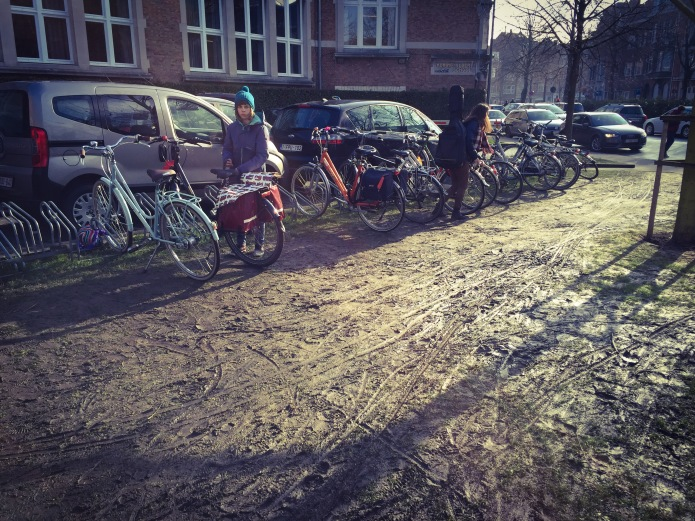 Fietsparkeerplaatsen. Te Voet in de Stad. Foto Hendrik Vanden Abeele