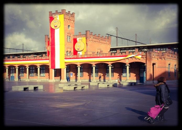 Aalst station carnaval. Te Voet in de Stad. Foto Hendrik Elie Vanden Abeele