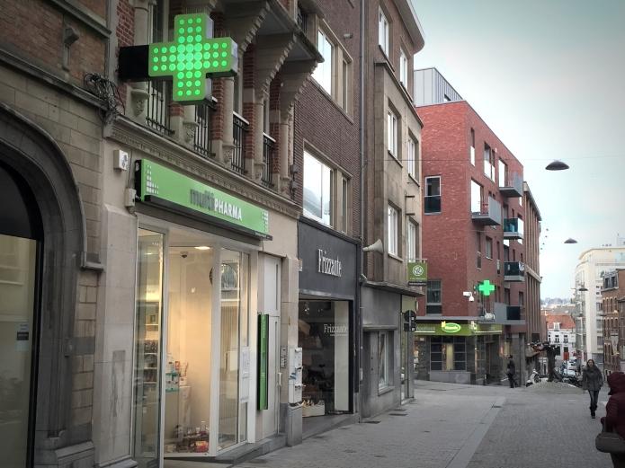 Apotheken. Te Voet in de Stad. Foto Hendrik Elie Vanden Abeele