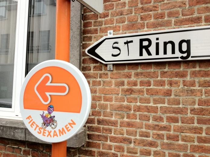 Ring en String. Te Voet in de Stad. Foto Hendrik Elie Vanden Abeele