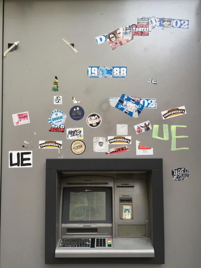 Sticker. Te Voet in de Stad. Foto Hendrik Elie Vanden Abeele