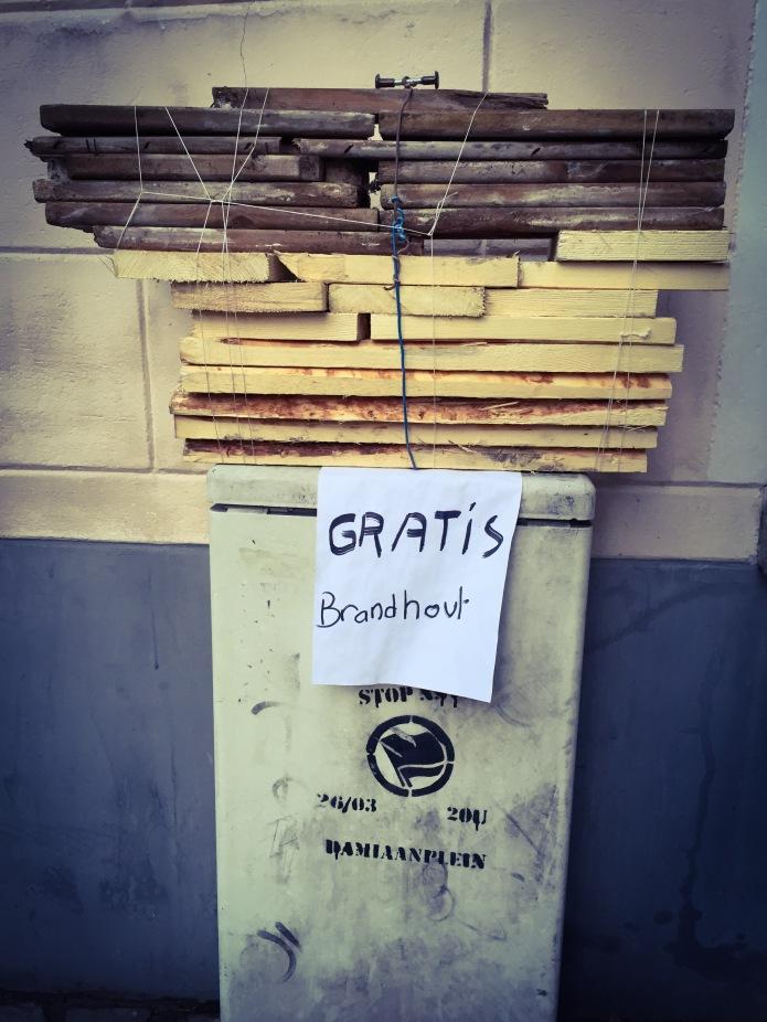 Brandhout. Te Voet in de Stad. Foto Hendrik Elie Vanden Abeele