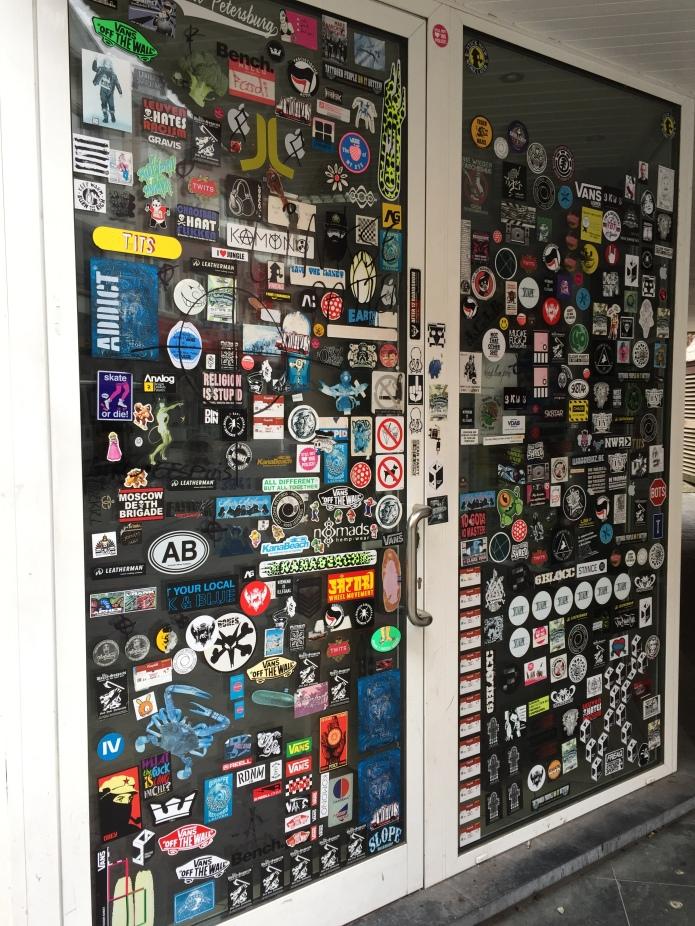 Stickers. Te Voet in de Stad. Foto Hendrik Elie Vanden Abeele