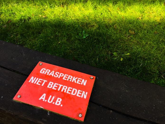 Gras. Te Voet in de Stad. Foto Hendrik Elie Vanden Abeele