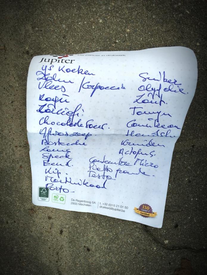 Boodschappenlijstje. Te Voet in de Stad. Foto Hendrik Elie Vanden Abeele