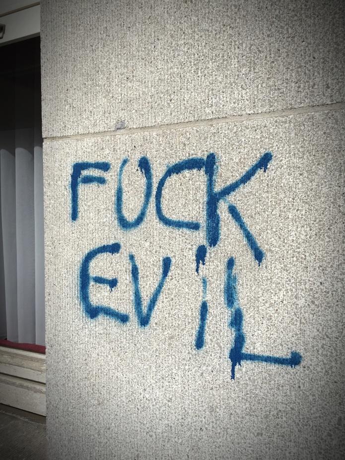 Fuck Evil. Te Voet in de Stad. Foto Hendrik Elie Vanden Abeele