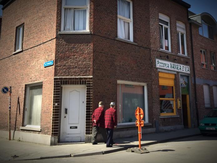 Gilbert & George. Te Voet in de Stad. Foto Hendrik Elie Vanden Abeele