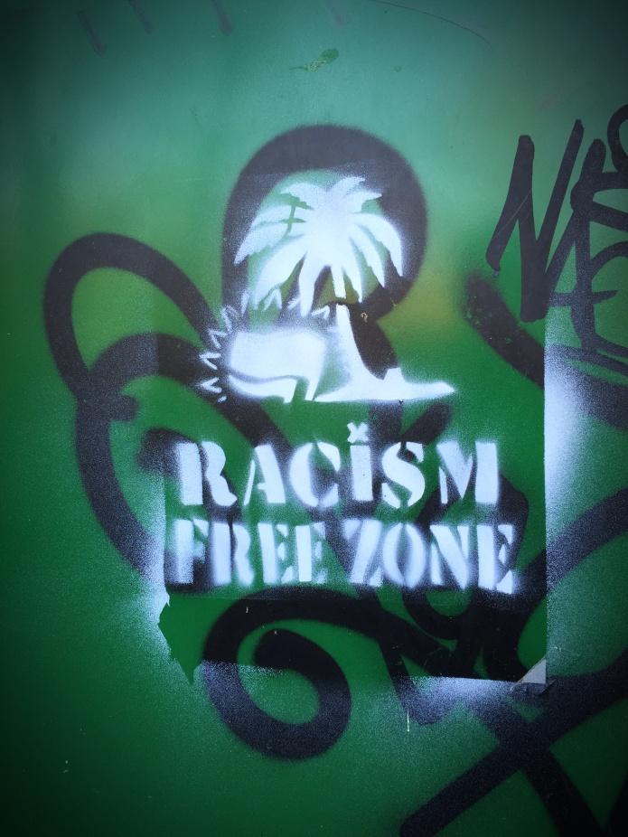 Racism free zone. Te Voet in de Stad. Foto Hendrik Elie Vanden Abeele