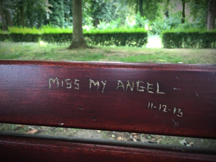 Angel. Foto Hendrik Elie Vanden Abeele Traen voor Te Voet in de Stad.