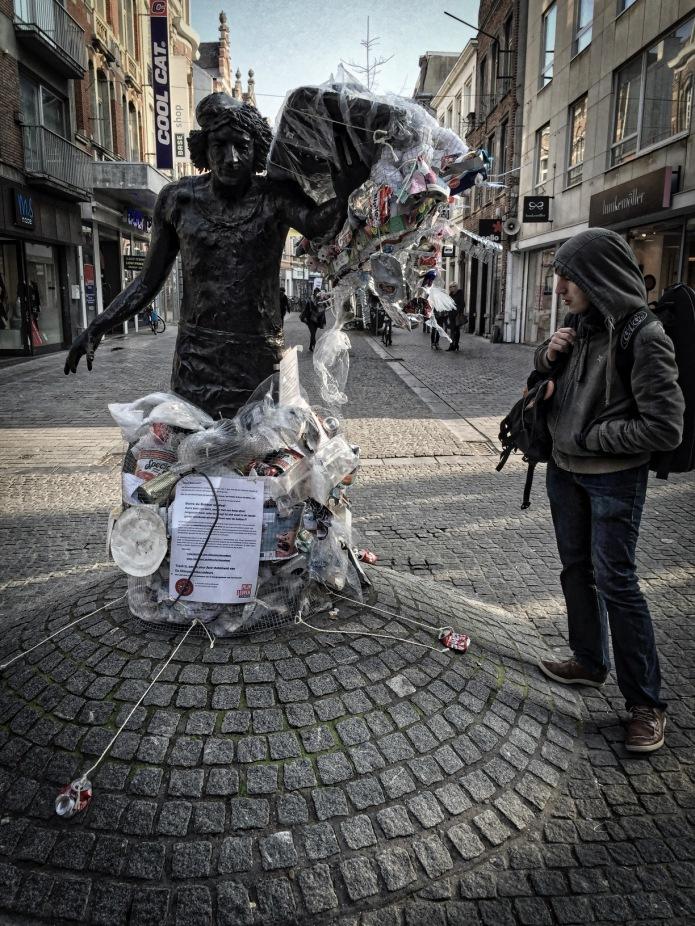 Afvaller. Leuven, Diestsestraat, 12 februari 2015. Te Voet in de Stad. Hendrik Vanden Abeele