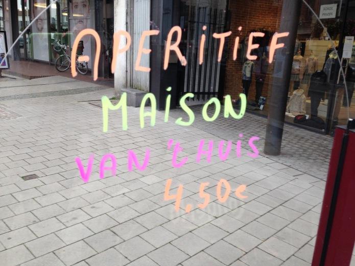 Aperitiefje. Aalst, Molenstraat, Oktober 2015, Foto Hendrik Vanden Abeele. Te Voet in de Stad