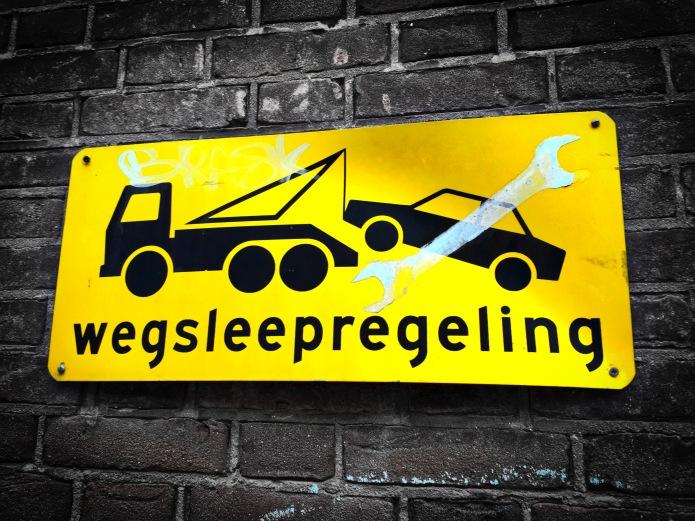 Wegsleepregeling. Leiden, Ceciliastraat, 8 februari 2015. Te Voet in de Stad. Hendrik Vanden Abeele