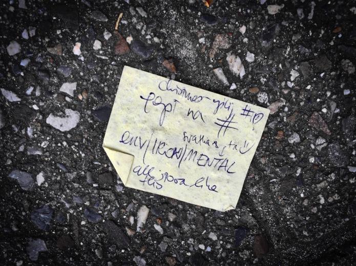 Groundtext #75 Env:Iron:Mental. Leuven, Brusselsestraat, 19 december 2015, Foto Hendrik Elie Vanden Abeele. Te Voet in de Stad