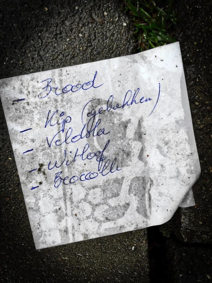 Groundtext #79 Kip (Gebakken). Heverlee, Naamsesteenweg, 13 december 2015, Foto Hendrik Elie Vanden Abeele. Te Voet in de Stad