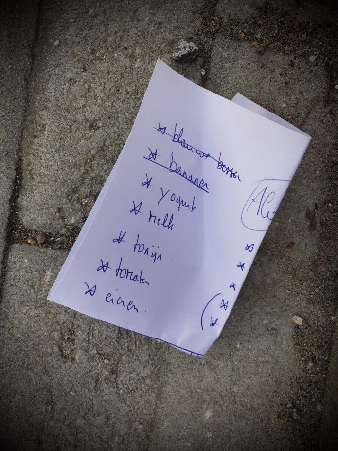 Groundtext #89 Tonijn. Leuven, Refugehof, 9 november 2015, Foto Hendrik Vanden Abeele. Te Voet in de Stad