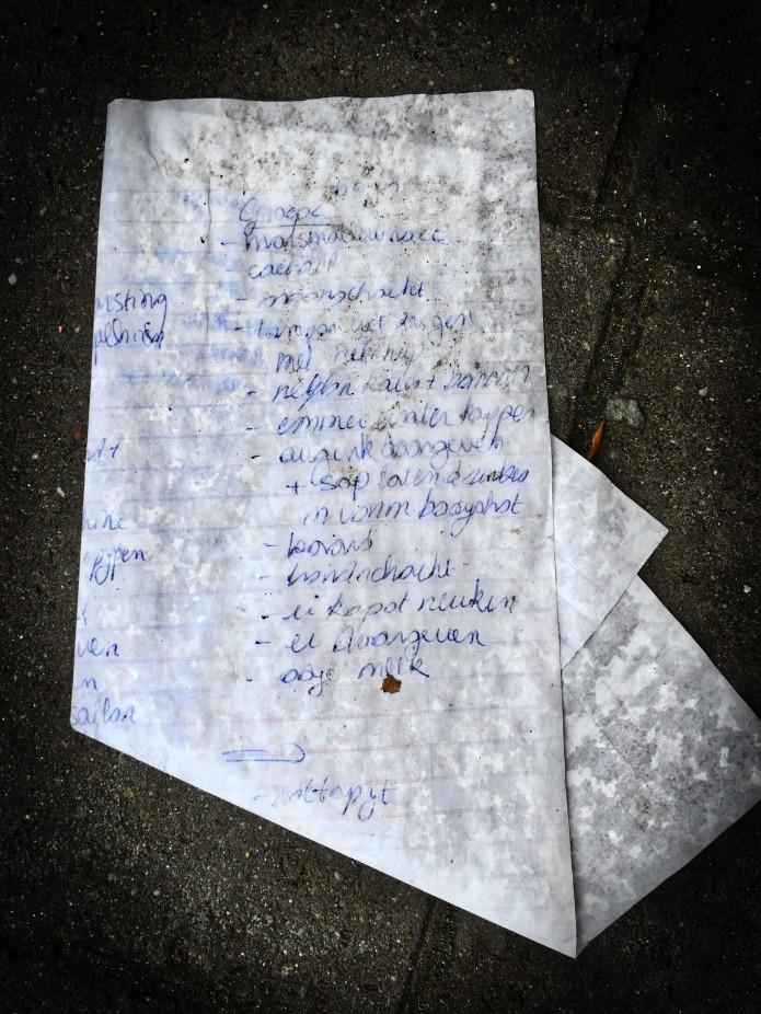 Groundtext #90 Spiegel aan de grond. Leuven, Kapucijnenvoer, 4 november 2015, Foto Hendrik Elie Vanden Abeele GESPIEGELD