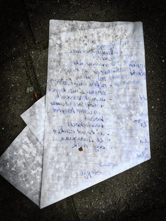 Groundtext #90 Spiegel aan de grond. Leuven, Kapucijnenvoer, 4 november 2015, Foto Hendrik Elie Vanden Abeele