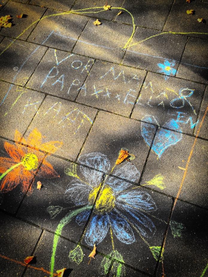 Vor mama en papa. Leuven, Heilige-Geeststraat, 2 november 2015, Foto Hendrik Elie Vanden Abeele. Te Voet in de Stad