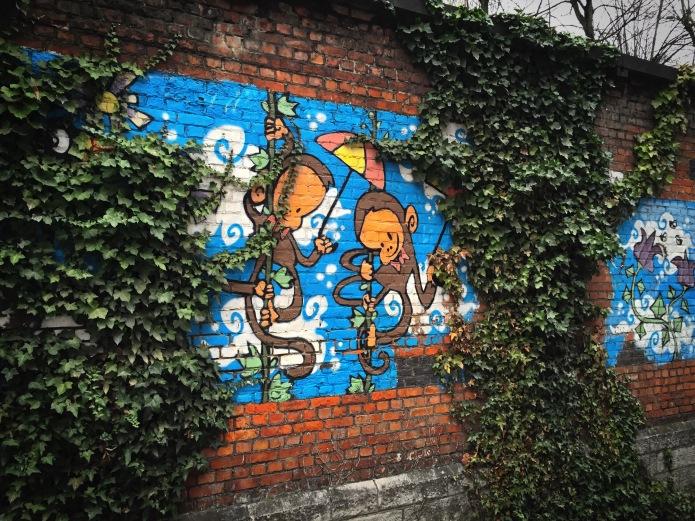 Teken aan de Wand #56 Aapjes. Leuven, Brusselsestraat, 18 december 2015, Foto Hendrik Elie Vanden Abeele. Te Voet in de Stad