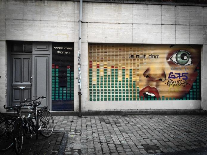Teken aan de wand #61 Dromen. Brussel, Kolenmarkt, 7 december 2015, Foto Hendrik Elie Vanden Abeele. Te Voet in de Stad