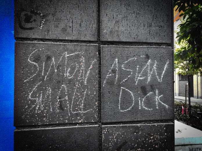 Teken aan de wand #64 Small Dick. Leuven, Parijsstraat, 17 oktober 2015, FOto Hendrik Elie Vanden Abeele. Te Voet in de Stad