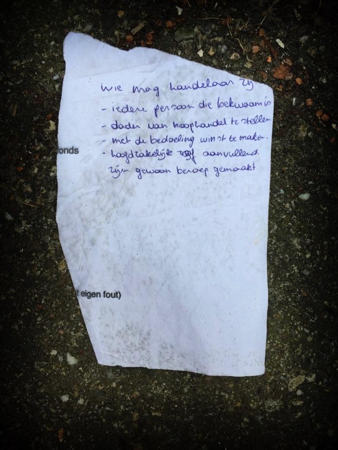Groundtext #149 Handelaar. Leuven, Redingenstraat, 14 juni 2015, Foto Hendrik Elie Vanden Abeele. Te Voet in de Stad