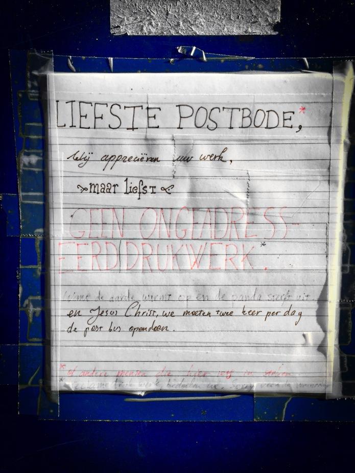 Liefste Postbode. Leuven, Goudsbloemstraat, 11 oktober 2015, Foto Hendrik Elie Vanden Abeele. Te Voet in de Stad