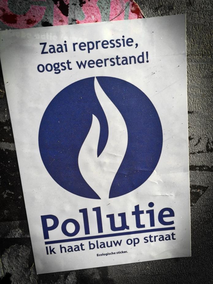 Plakkatief #20 Pollutie. Leuven, onder de Tervuursevest, 12 april 2015, Foto Hendrik Elie Vanden Abeele. Te Voet in de Stad