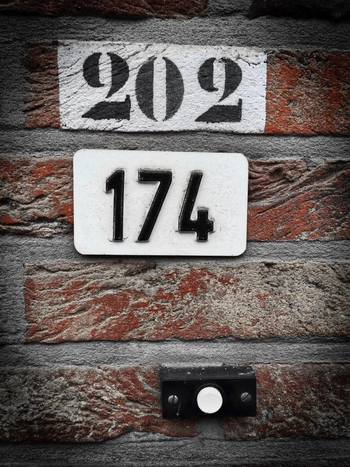 nummertje-trek-202-174-leuven-heilige-geeststraat-6-april-2015-foto-hendrik-elie-vanden-abeele-te-voet-in-de-stad