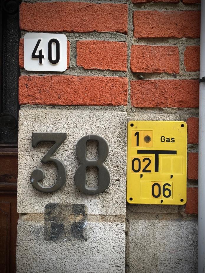 nummertje-trek-40-38-etc-te-voet-in-de-stad-hendrik-vanden-abeele