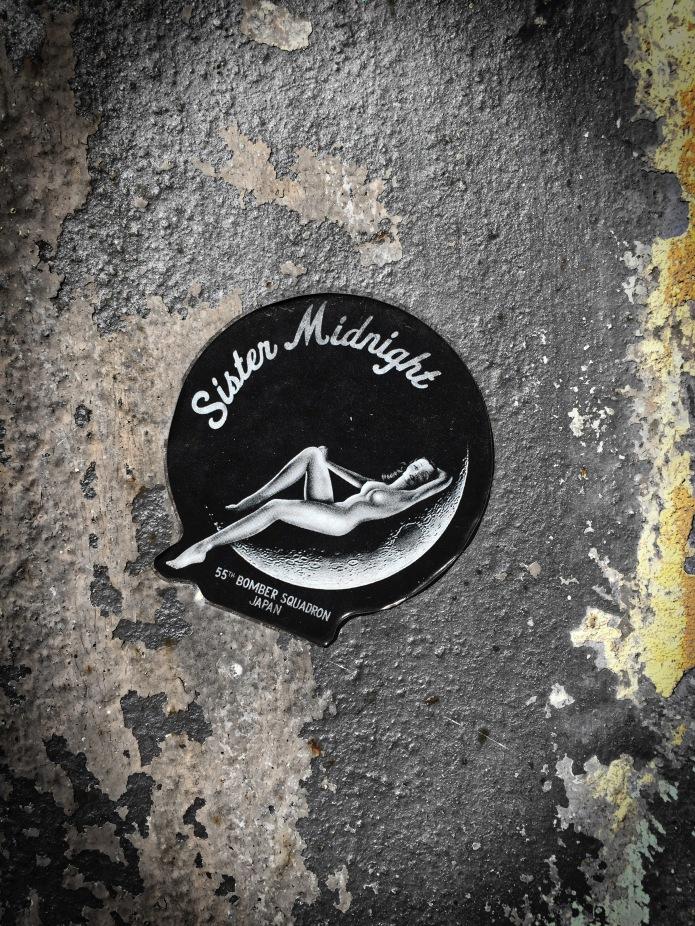 plakkatief-26-sister-midnight-oslo-odins-gate-22-juli-2015-foto-hendrik-elie-vanden-abeele-te-voet-in-de-stad