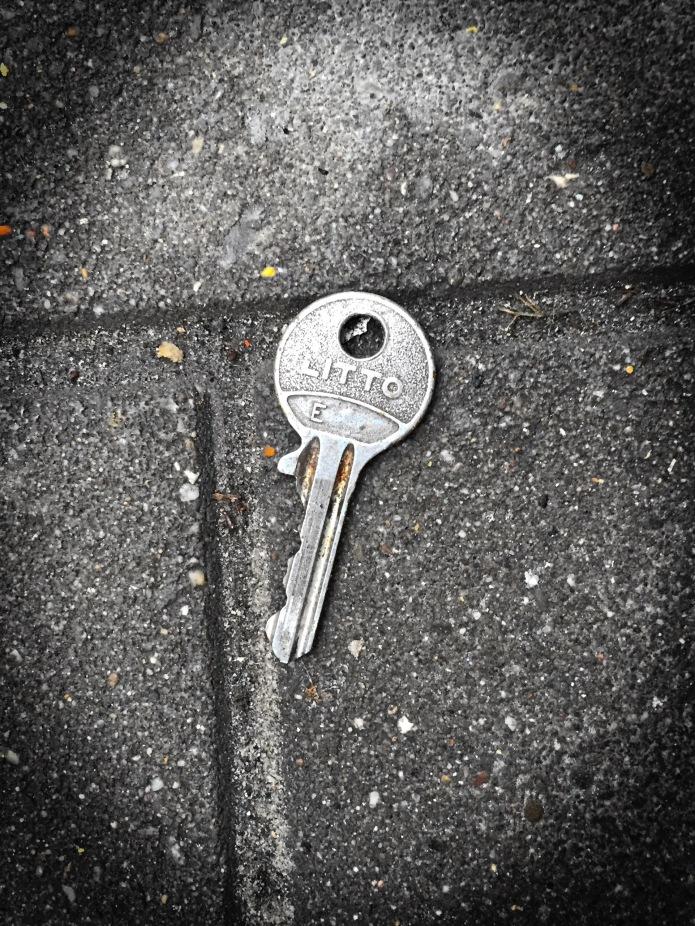 sleutel-niet-op-de-deur-leuven-parijsstraat-10-februari-2015-te-voet-in-de-stad-hendrik-vanden-abeele