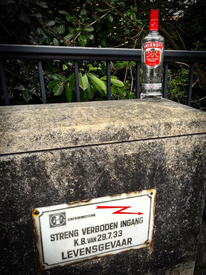 booz-79-smirnoff-leuven-heilige-geeststraat-6-april-2015-foto-hendrik-elie-vanden-abeele-te-voet-in-de-stad
