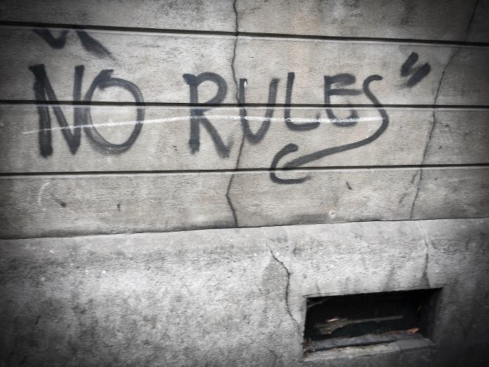 Teken aan de wand #75 No Rules. Leuven, Brusselsestraat, 15 augustus 2015, Foto Hendrik Elie Vanden Abeele. Te Voet in de Stad